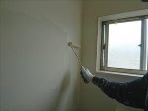 トイレ壁下塗り