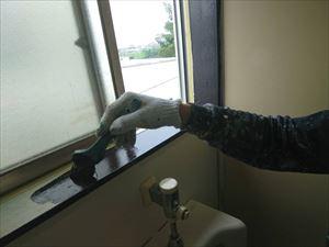 トイレ窓枠塗装