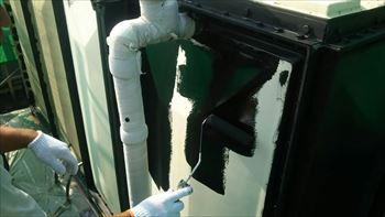 受水槽エスコNB黒で下塗り