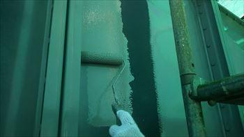 受水槽セラMフッ素で中塗り