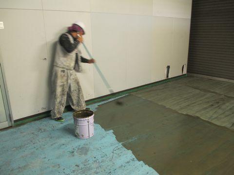 住宅塗装 アサヒペイント 塗り床 プライマー塗布