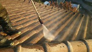 群馬県 前橋市 塗替えリフォーム 屋根洗浄中