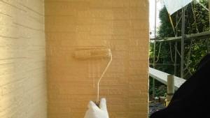 群馬 塗装 外壁 屋根 外壁上塗り作業中