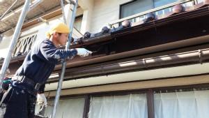 群馬 塗装 外壁 屋根 破風板塗装作業中