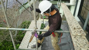 群馬 塗装 外壁 屋根 足場設置中