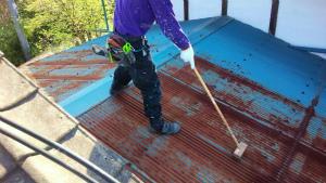 昭和村糸井N様邸 トタン屋根塗装前の清掃