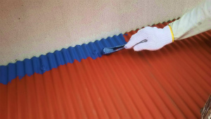 利根郡昭和村Y様邸 波板トタン屋根の上塗り