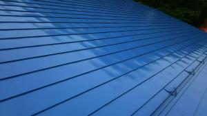 利根郡昭和村Y様邸 母屋の大屋根塗装完成①