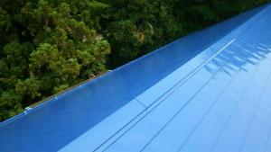 利根郡昭和村Y様邸 母屋の大屋根塗装完成②