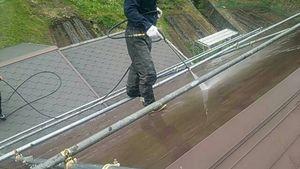 利根郡片品村K様邸 屋根の洗浄作業