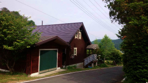 利根郡片品村K様邸 屋根の塗装上塗り完成
