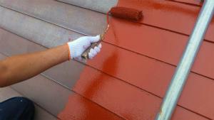 利根郡片品村K様邸 屋根の塗装ローラーでサビ止め2