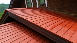 利根郡片品村K様邸 屋根の塗装ローラーでサビ止め完成
