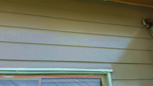 前橋市柏倉町H様邸 外壁塗装の中塗りローラー