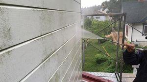 前橋市柏倉町H様邸 外壁の洗浄作業