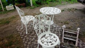 沼田市岡谷町M様邸 テラスのテーブル塗装完成