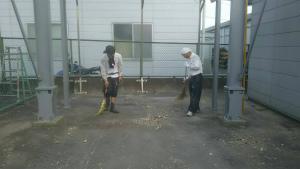 安中市板鼻 M工場様 塗装後の清掃作業