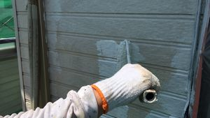 茨城県古河市S様邸 外壁塗装工事下塗り作業中