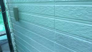 茨城県古河市S様邸 外壁塗装工事中塗り作業中
