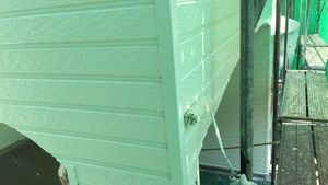 茨城県古河市S様邸 外壁塗装工事上塗り作業①中