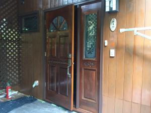長野県軽井沢町S様邸 玄関ドア塗装完成