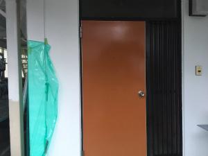 太田市台之郷O様邸 玄関ドア塗装上塗り