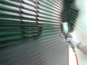 伊勢崎市喜多町T様邸 雨戸吹付塗装下塗り