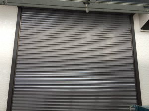 桐生市新里町N邸 シャッター吹付け塗装完成