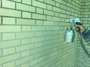 群馬県前橋市S様邸玄関タイル部分吹き付け塗装