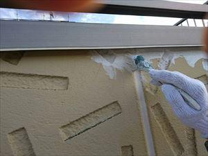 前橋市日輪寺町F様邸外壁下塗り作業小さい刷毛