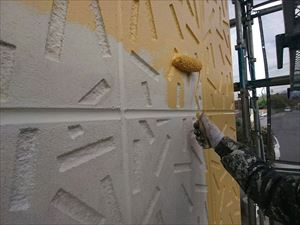前橋市日輪寺町F様邸外壁中塗り作業