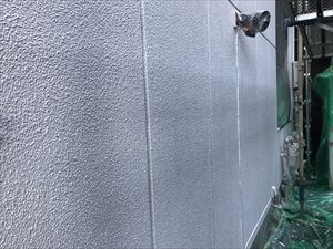 太田市飯田町商業ビル外壁下塗完成