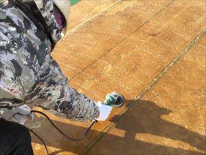 前橋市青柳町Aクリニック樹脂2回塗装後ケレン作業