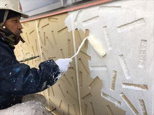 前橋市日輪寺町F様邸外壁下塗り作業ローラー
