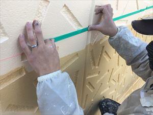 前橋市日輪寺町F様邸外壁色分作業マスキングテープ