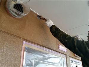 邑楽郡大泉町Aアパート様2F通路外壁下塗り作業刷毛