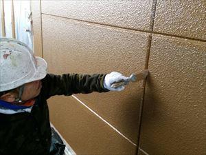 邑楽郡大泉町Aアパート様外壁刷毛で上塗り