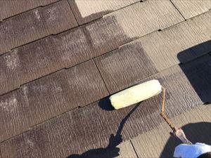 邑楽郡大泉町Aアパート様屋根ローラーで下塗り
