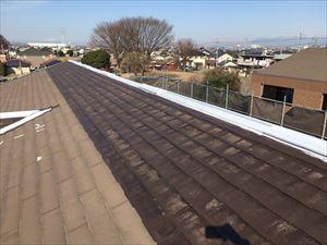 邑楽郡大泉町Aアパート様屋根半分下塗り完成