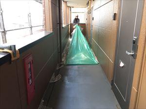 邑楽郡大泉町Aアパート様廊下ビニール養生撤去作業