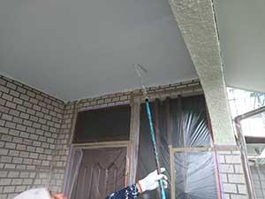 伊勢崎市下触町I様邸玄関前の天井塗装