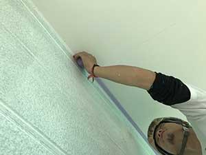 壁と軒の取り合いテープ貼り
