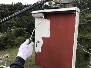 高崎市箕郷町電柱配電板BOX塗装上塗り2