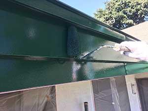 前橋市日輪寺町医療施設破風板の中塗り破風板の上塗り