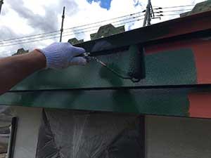 前橋市日輪寺町医療施設破風板の中塗り