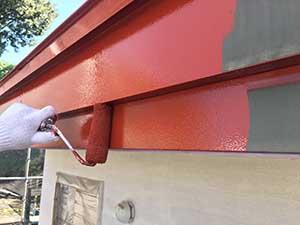 前橋市日輪寺町医療施設破風板の下塗り
