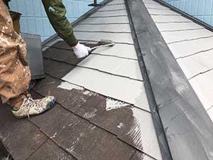 下屋根の下塗り
