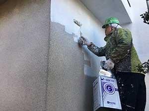 モルタル面の外壁下塗り