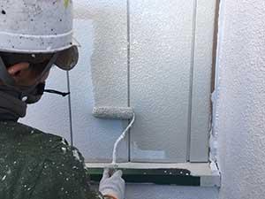 トタン面の外壁下塗り