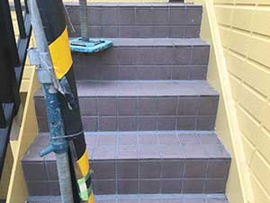 高崎市沖町 階段鉄部の上塗り